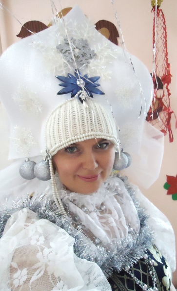 Корона для Снегурочки и новогодний костюм для куклы ... - photo#17