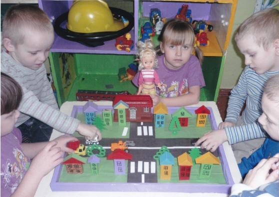 консультация знакомим детей с правилами дорожного движения