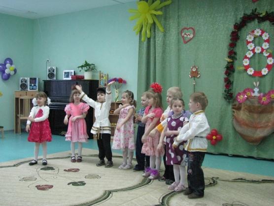 «Мамин праздник» Сценарий развлечения для детей средней группы