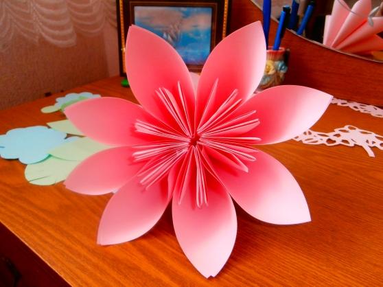 Как сделать цветы для мамы своими руками из бумаги
