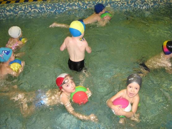 Конспект досуга в бассейне детского сада для детей младшего и старшего возраста