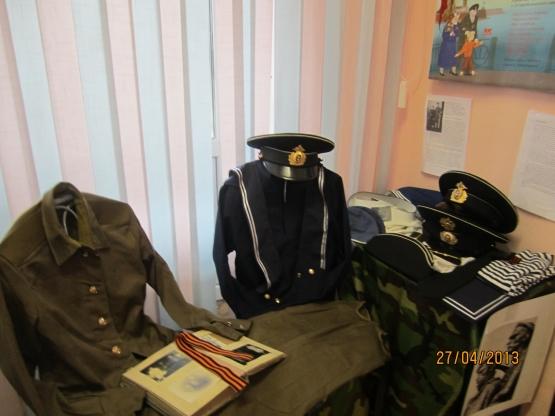 Выставка военной одежды к Дню Подбеды