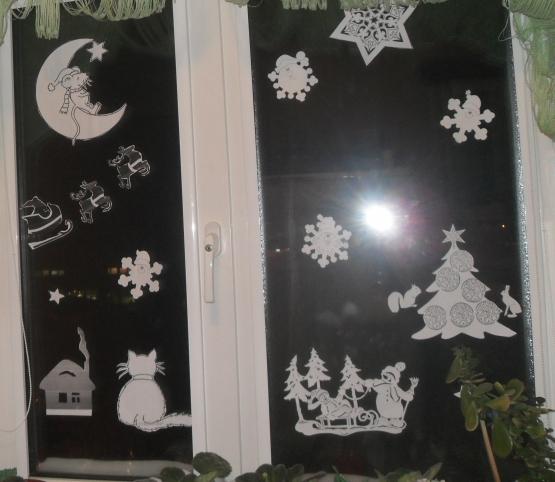 Решила я со своим карапузом украсить окно на кухне к новому году.  В интернете нашла шаблоны картинок, распечатала на...
