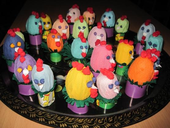 Поделки из киндер-сюрпризов. Мышь из яиц от киндер 14
