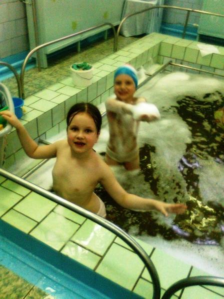 Враздевалке бассейна у девочек фото 37-532