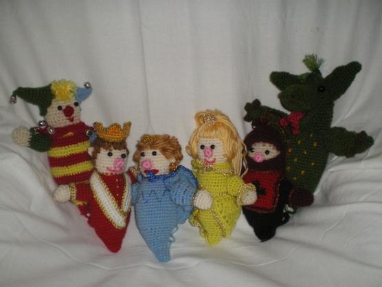 Но не всегда ты можешь найти то, что тебя бы удовлетворило.  Например, кукольный театр: в наших магазинах...