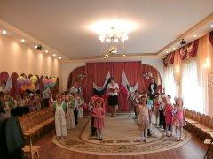 Тематическое развлечение для детей старшего дошкольного возраста «День рождения Российского флага»