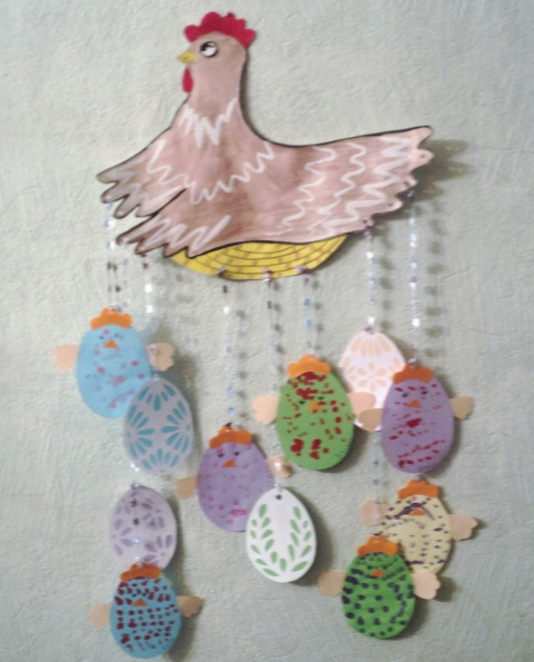 Работу дополнила пасхальными яйцами