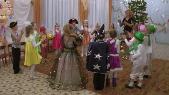 Сценарий новогоднего праздника в старшей группе «Новогодние приключения!»