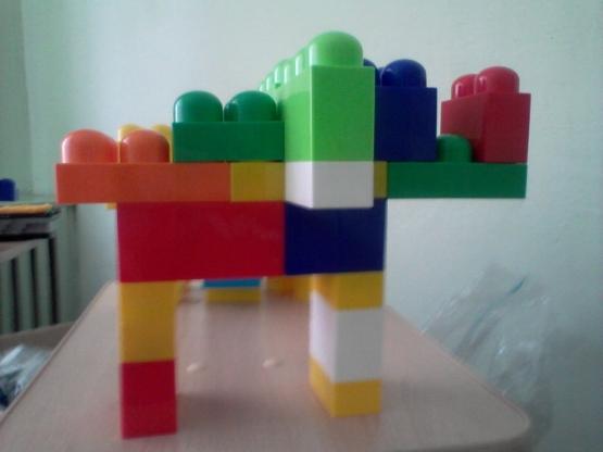 и сложные постройки.
