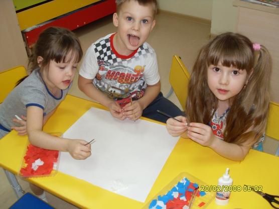 Ко дню защитника Отечества мы с детьми подготовились основательно: делали поделки, рисовали солдат...