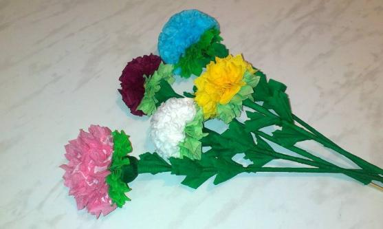 Как сделать цветок на бумаге из салфеток