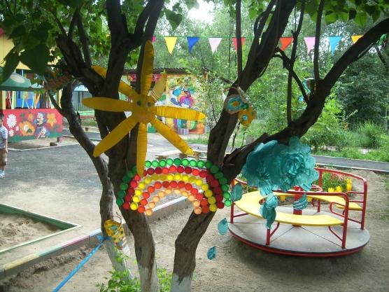 Украшение площадки в детском саду