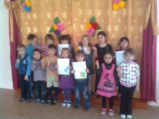 Конкурс рисунков в детском саду. Фото