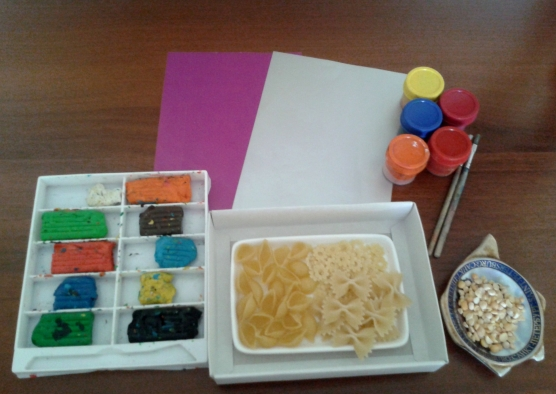 Как раскрасить макароны на поделках