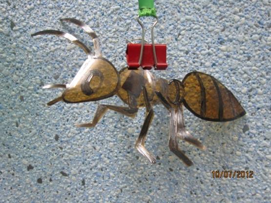 Поделки из бутылки-насекомые