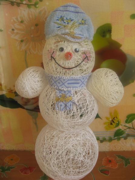 Поделки из ниток: снеговик и