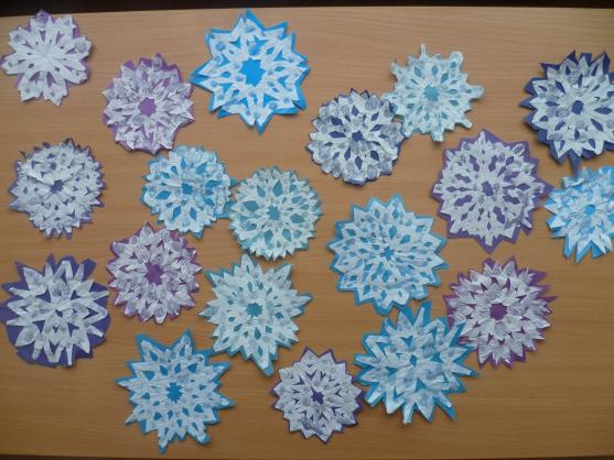 Снежинки из салфеток своими руками фото