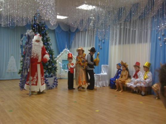 Сценарии новогоднего утренника в старшей группе детского