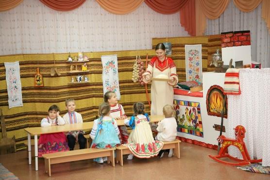 Организованная образовательная совместная деятельность детей и взрослых (фольклорный праздник) «Живая старина»