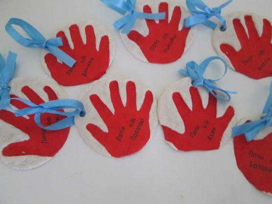 Подарок для пап своими руками малышами 178