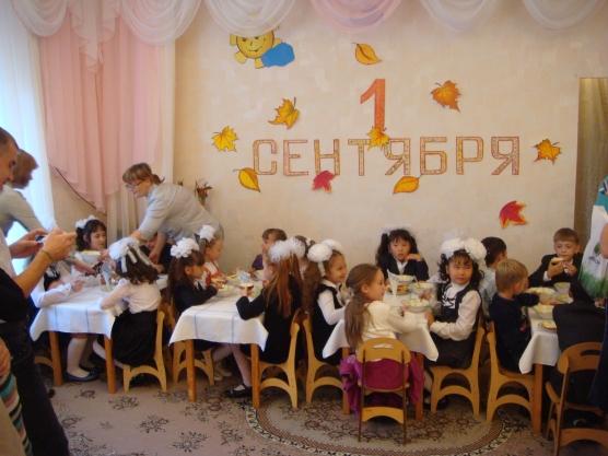 Затем мы приглашаем за заранее празднично сервированные столы, которые находятся в зале, повара готовят несколько...