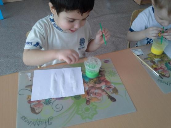 Рисуем мыльными пузырями во второй младшей группе