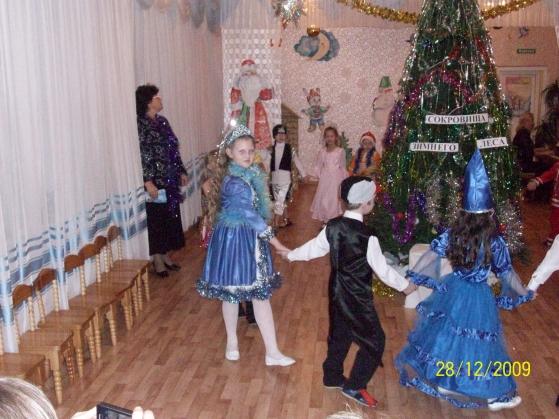 Сценарий новогоднего утренника для старших и подготовительных групп «Подарок для Деда Мороза»