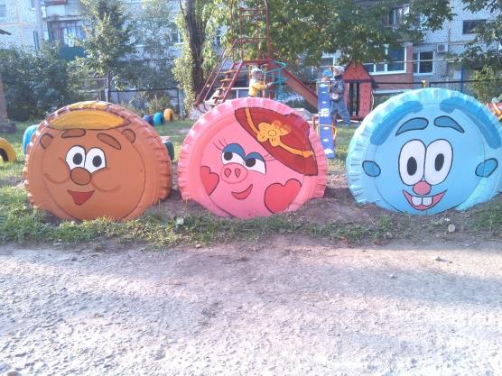 Смешарики на участке детского сада