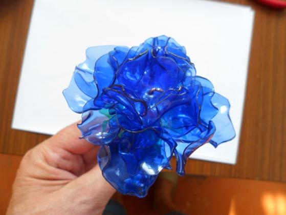 Цветок из пластиковых бутылок своими руками мастер класс 63