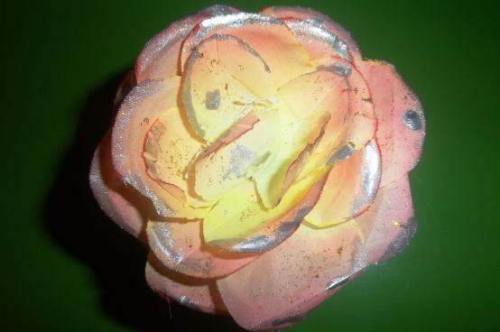 Стиль салфетки вам подскажет, как украсить ваше изделие.  Можно использовать бисер разного цвета, размера или...