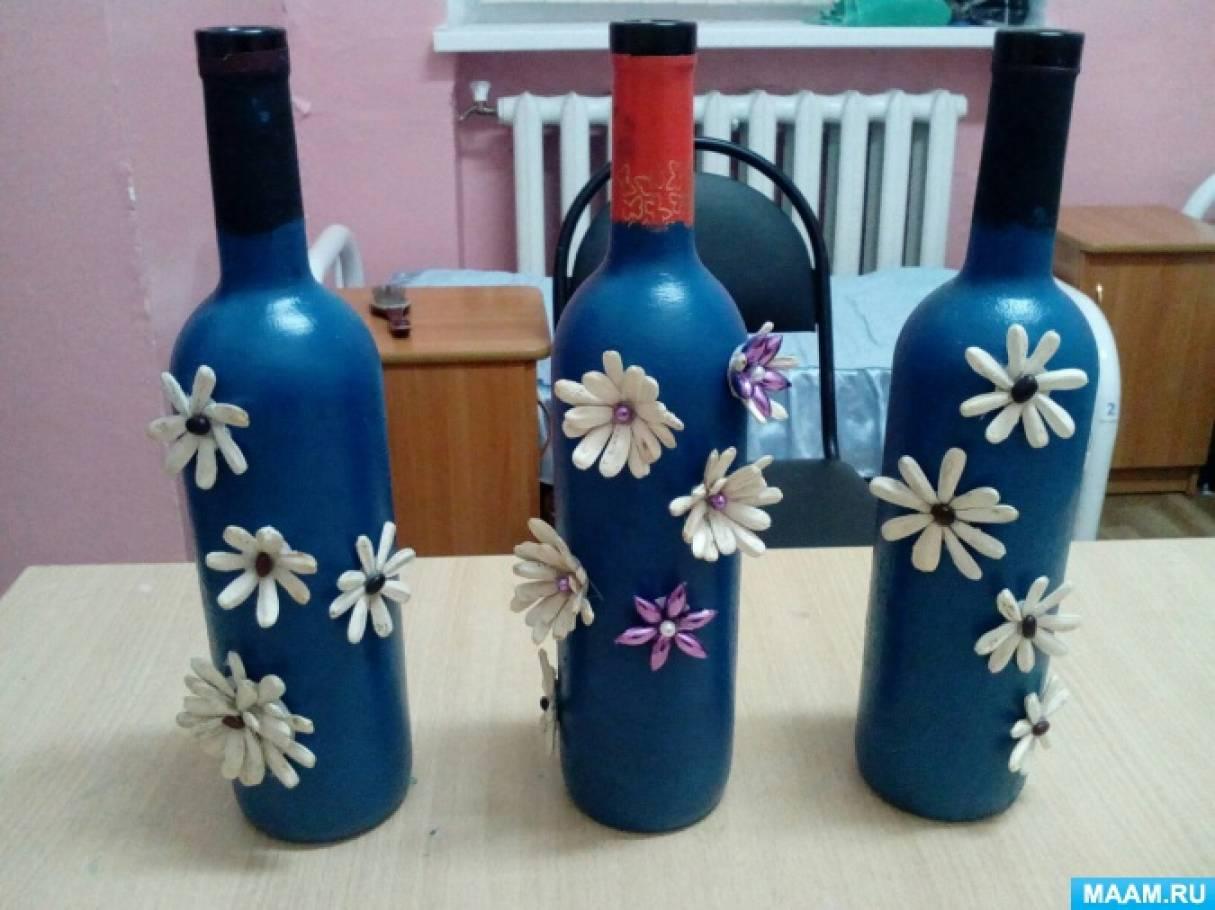 Выполнение сувенирных бутылок украшеных природным материалом