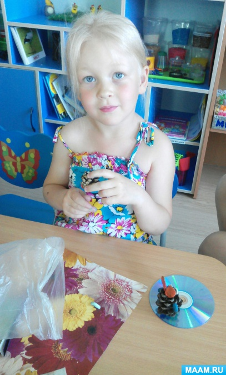 Изготовление игрушек из природного материала. Работа с ракушками «Бабочка-капустница» (средняя группа)
