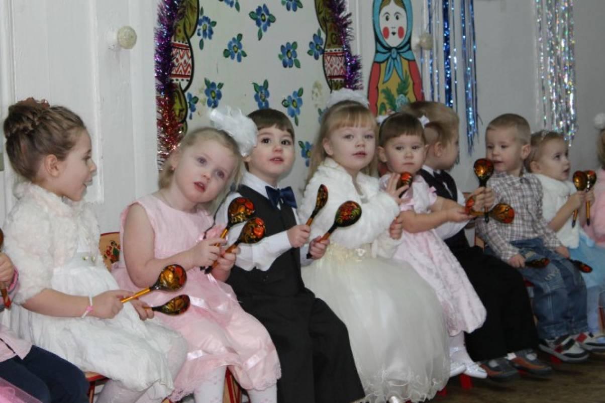 Сценарий праздника в младшей группе «Новый год в сказочном лесу»