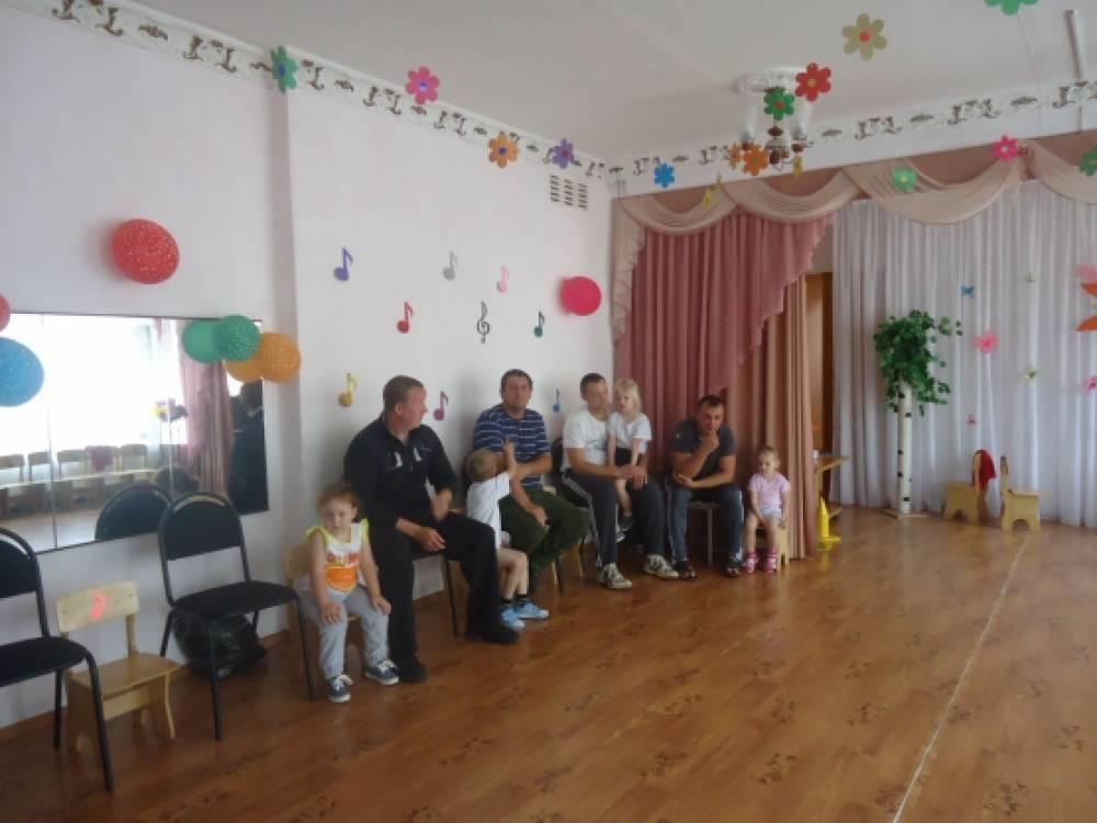 Сценарий праздника «Всемогущие папы», посвященный Дню отца для младших и старших дошкольников