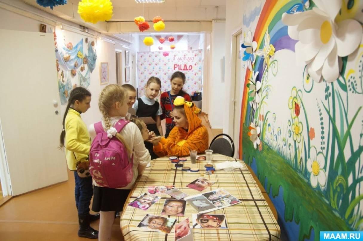 Сценарий открытия выставки «Разноцветная мозаика» творческих работ учащихся Центра дополнительного образования