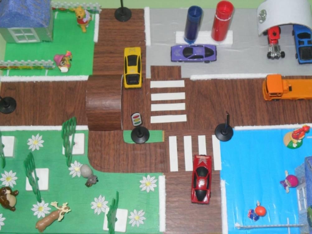 Занятия по правилам дорожного движения во второй младшей группе