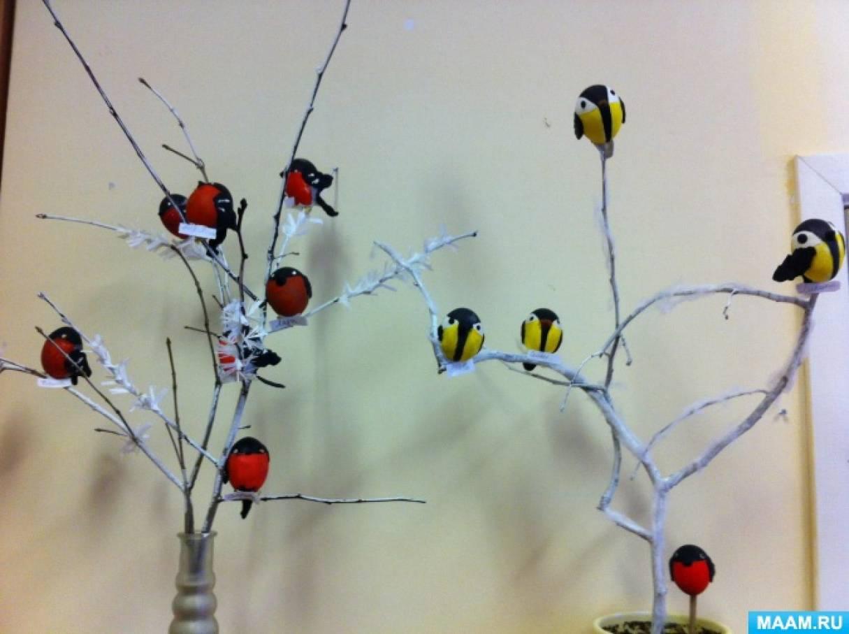 Коллективная работа из яичной скорлупы «Снегири и синички»