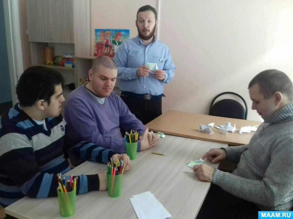 Творческое занятие в социальном центре «Орловские родники»