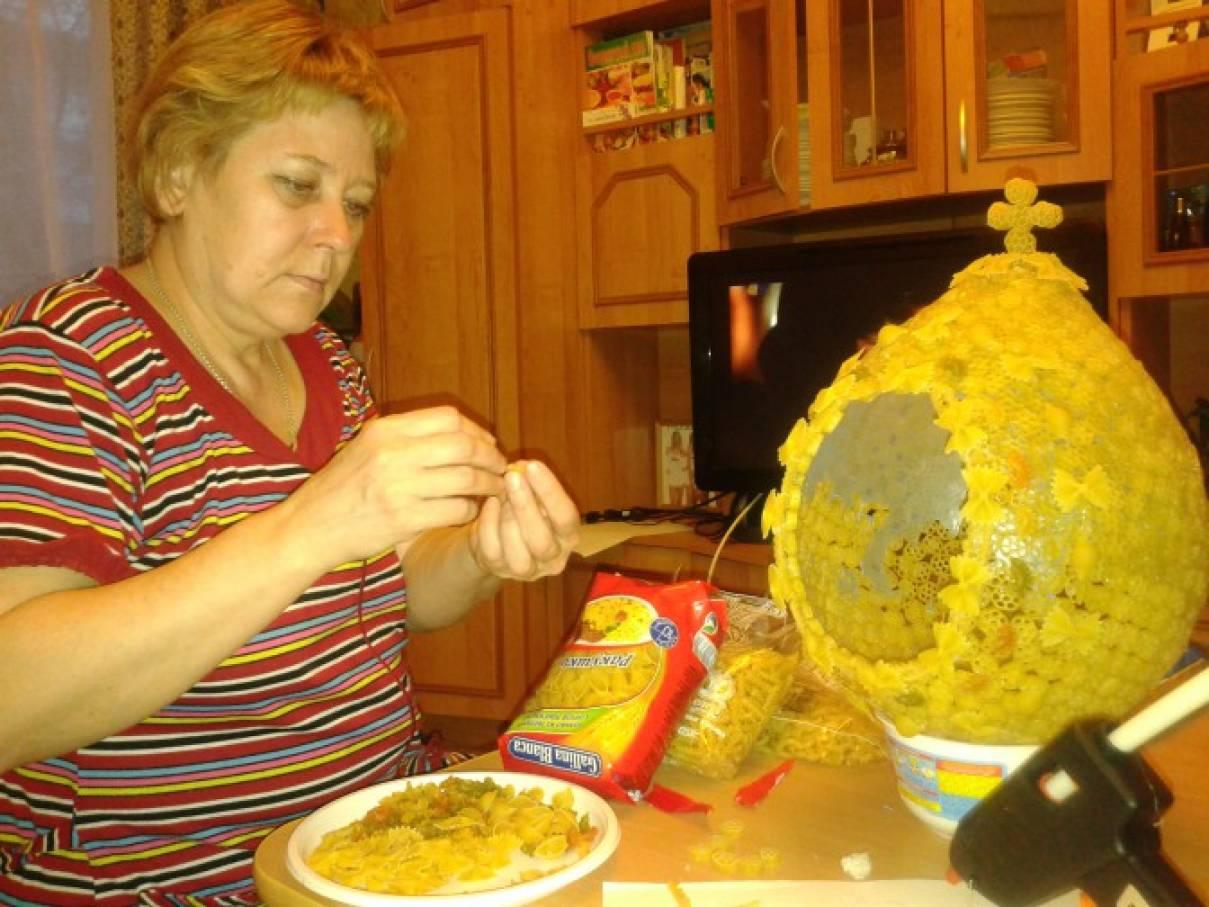 Как сделать поделку из макарон яйцо 83