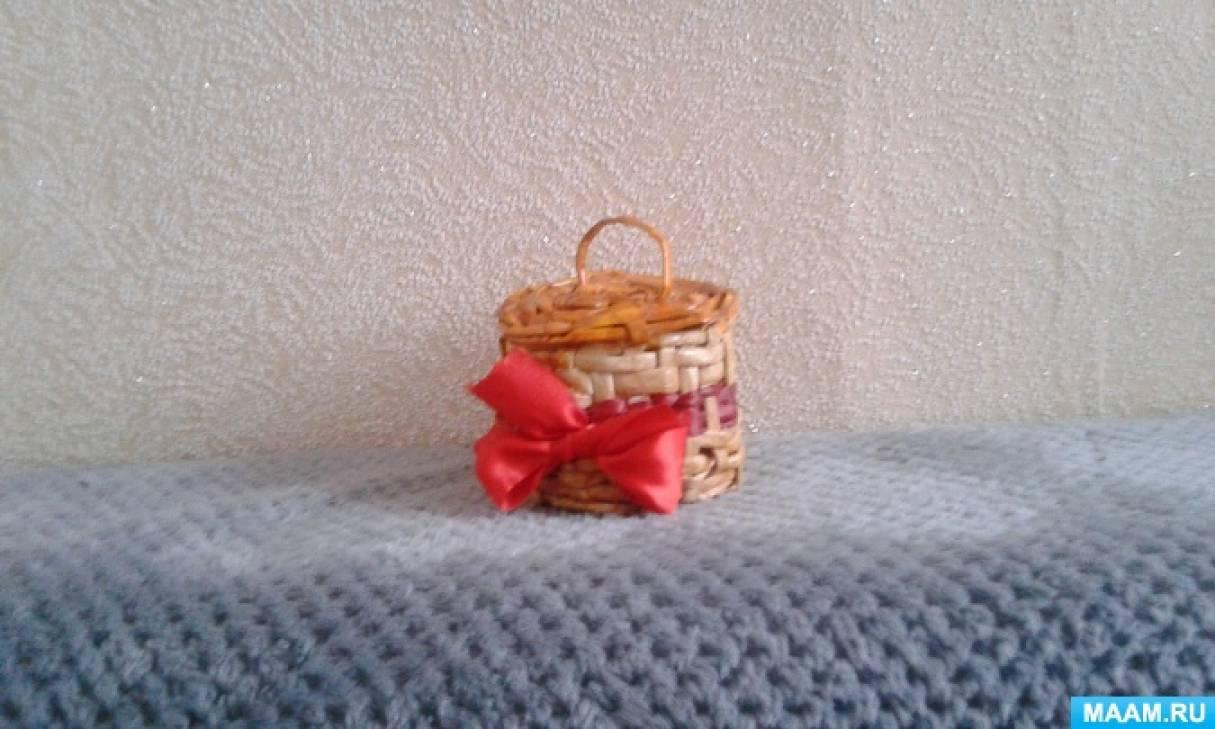 Плетение из газетных трубочек. Сувенир «Корзиночка»