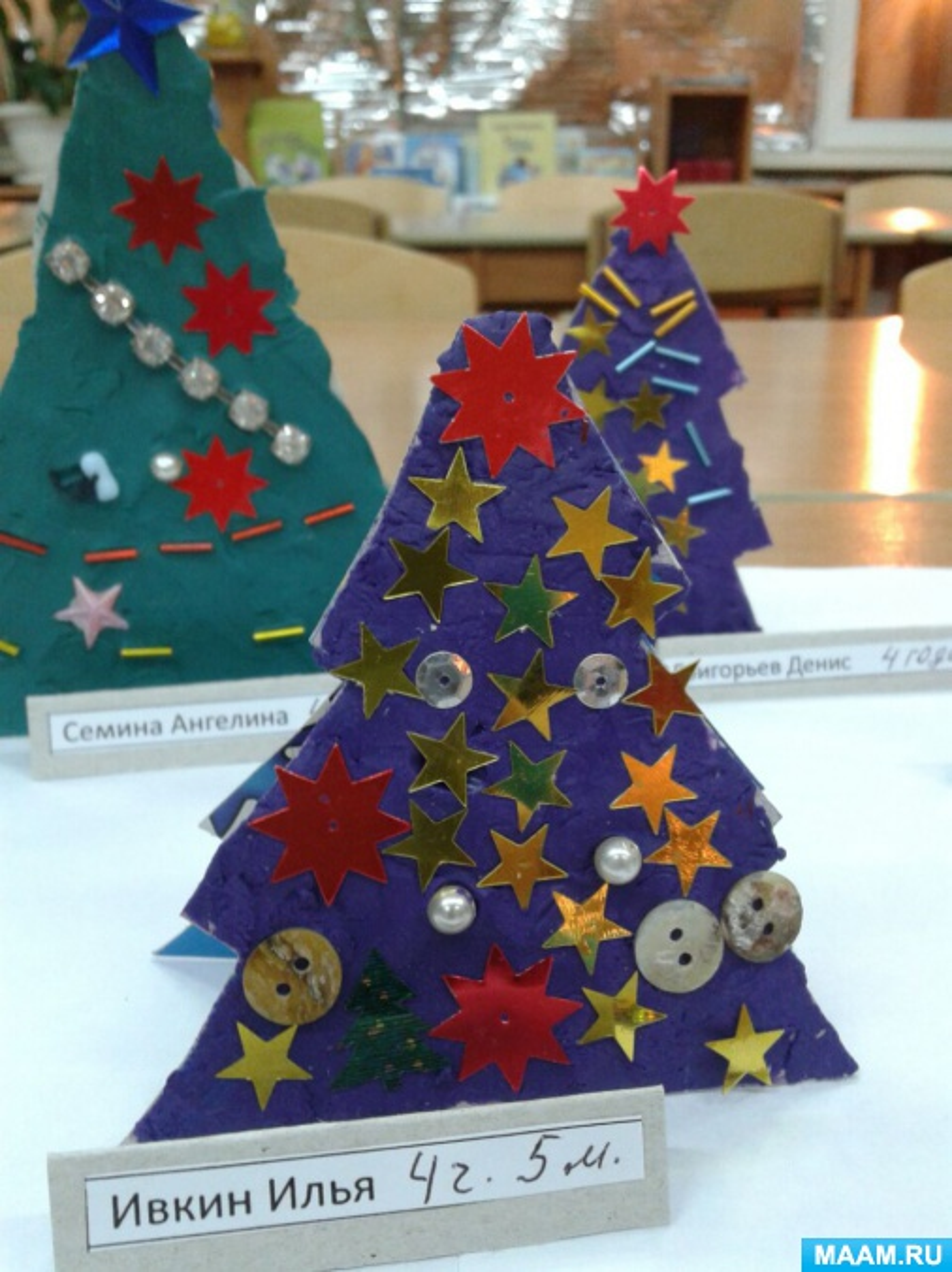 Изготовление новогодней ёлочки во второй младшей группе