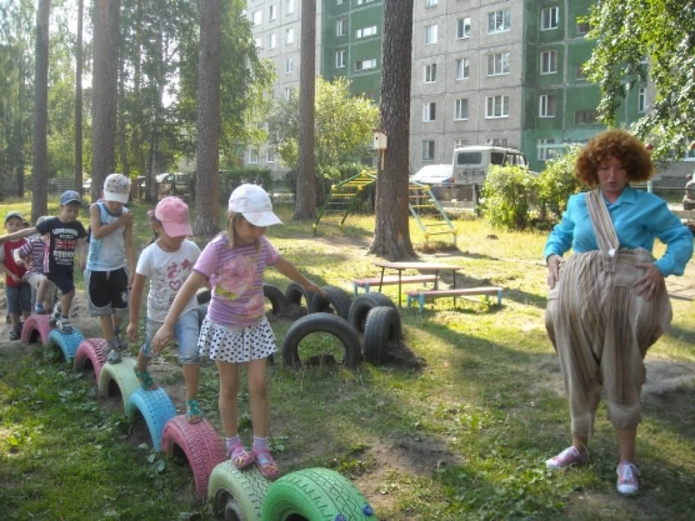 Сценарий физкультурного развлечения в средней группе «Приключения Карлсона в детском саду»