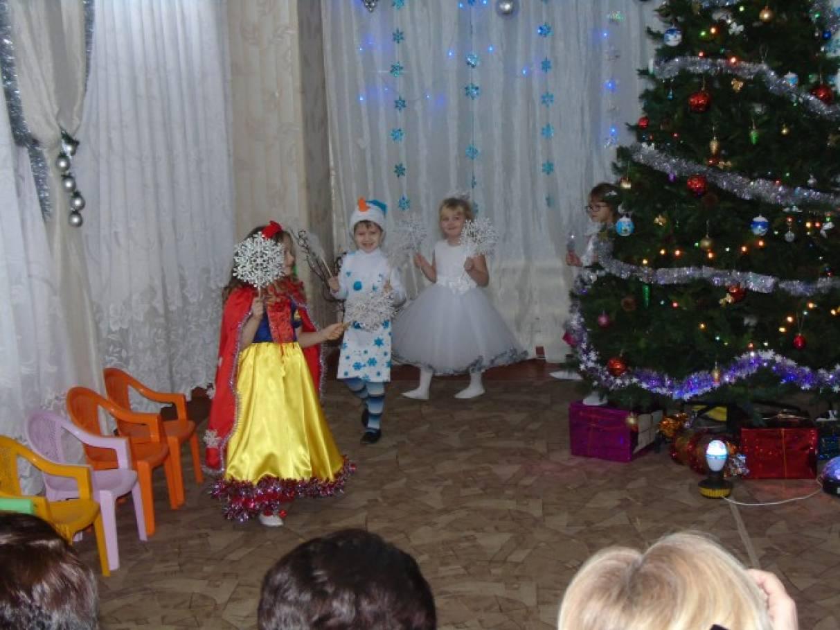 Игры на новогоднем празднике в школе