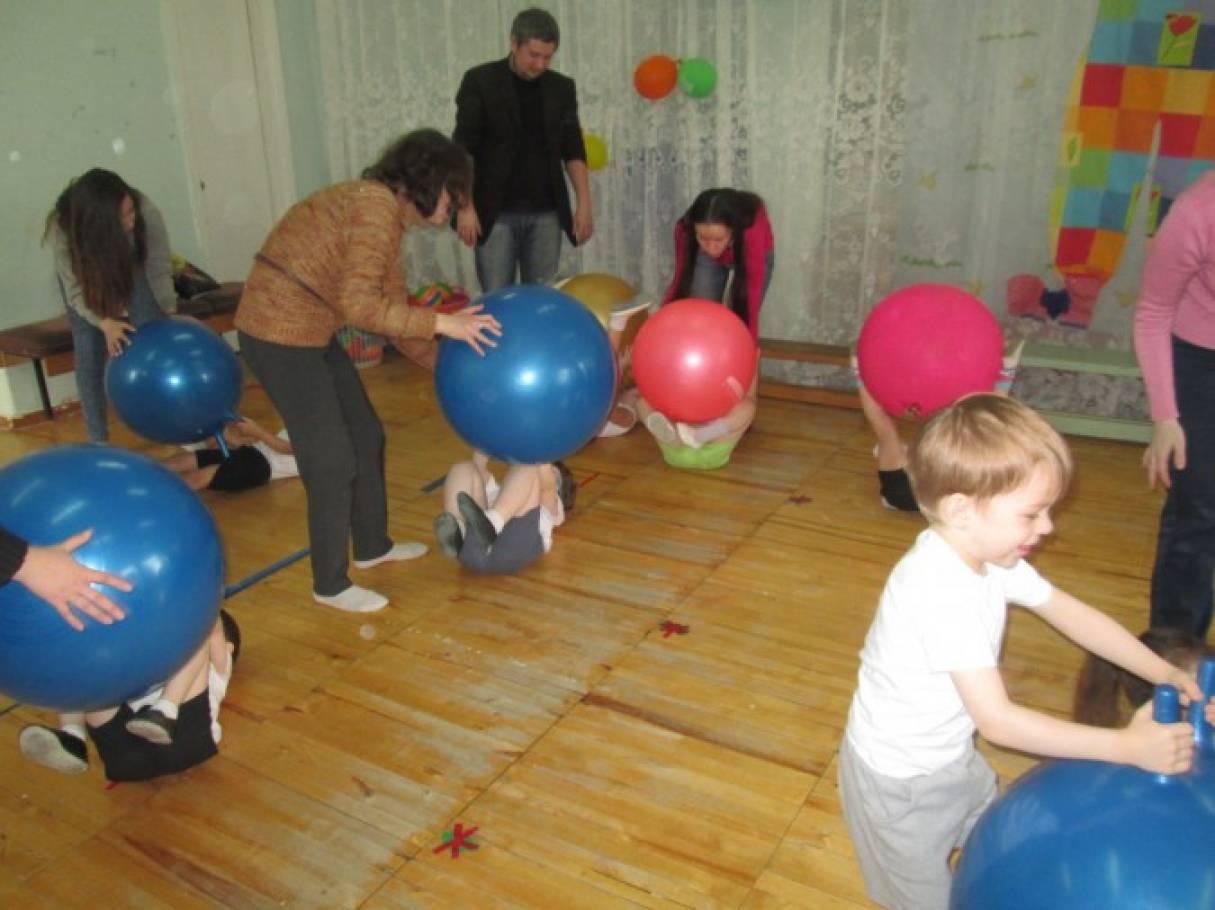 Конкурсы для детей с мячом