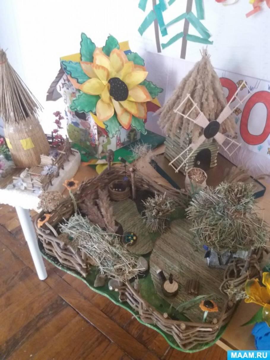 Фотоотчет осенней выставки поделок из природных материалов: шишек, мха, ягод рябины и листьев