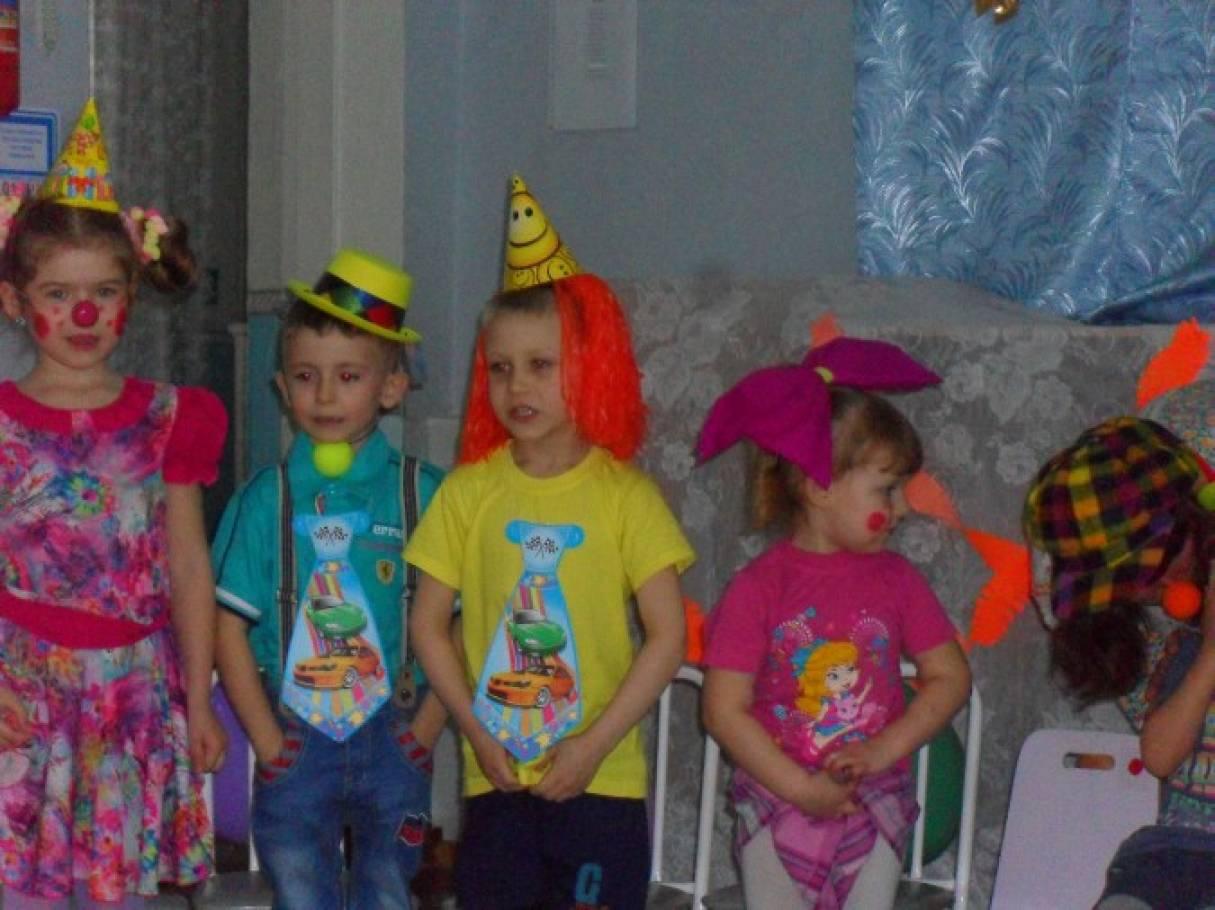 Сценарий развлечения с детьми и родителями в День смеха «Веселый день — грустить нам лень!»