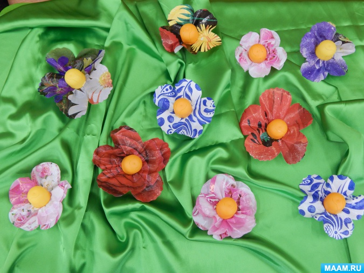 Мастер-класс по изготовлению цветов из бросового материала для украшения группы и участка «Пестрые цветы»