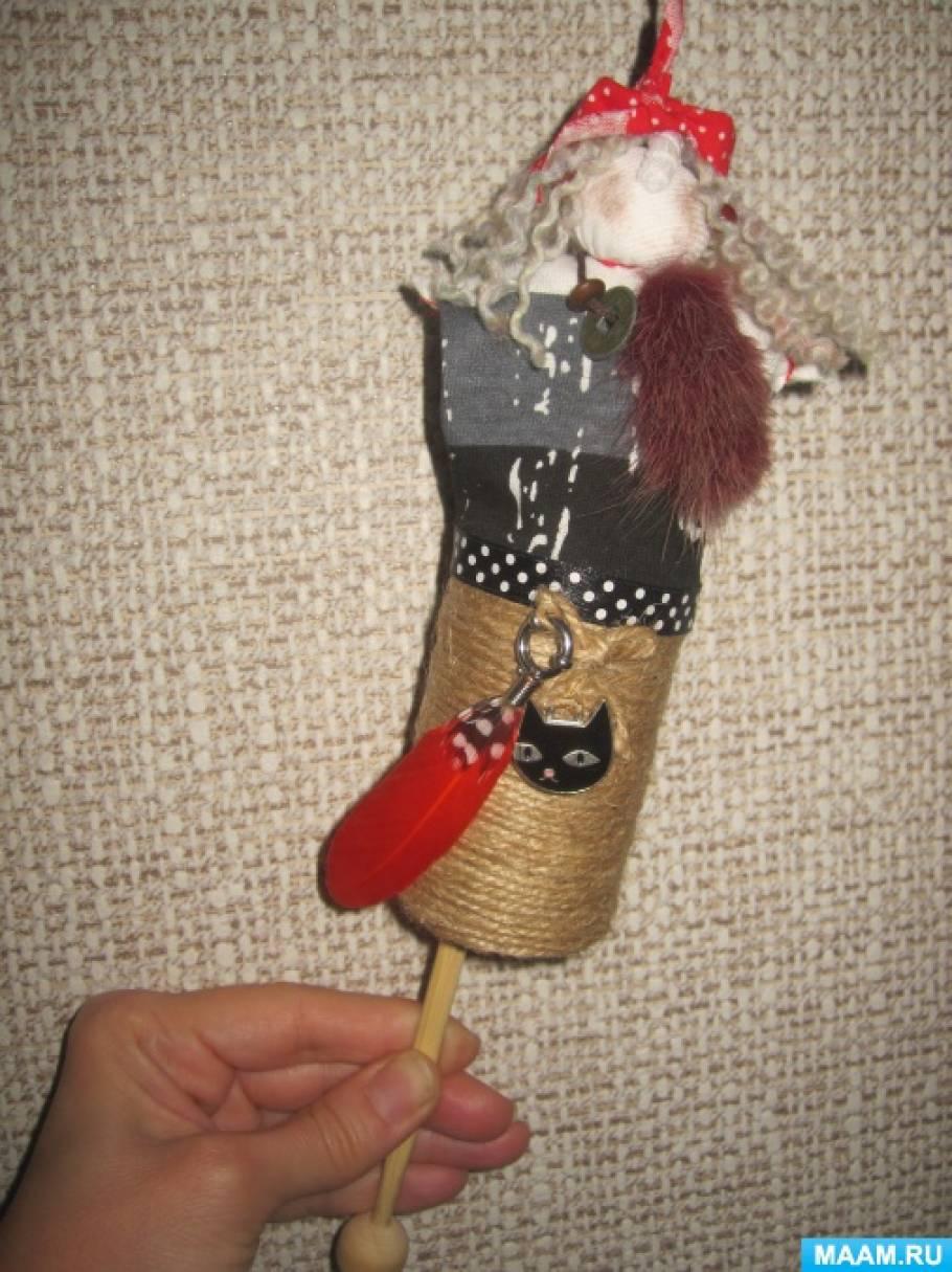 Игрушка-дергунчик на основе народной куклы «Баба Яга в ступе»