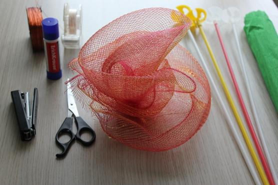Поделки из упаковочной сетки для цветов 60